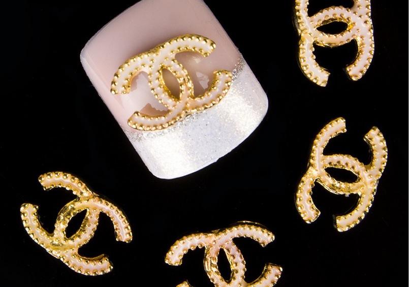 Украшения на ногти в виде значка Шанель (большие) набор 10 шт.